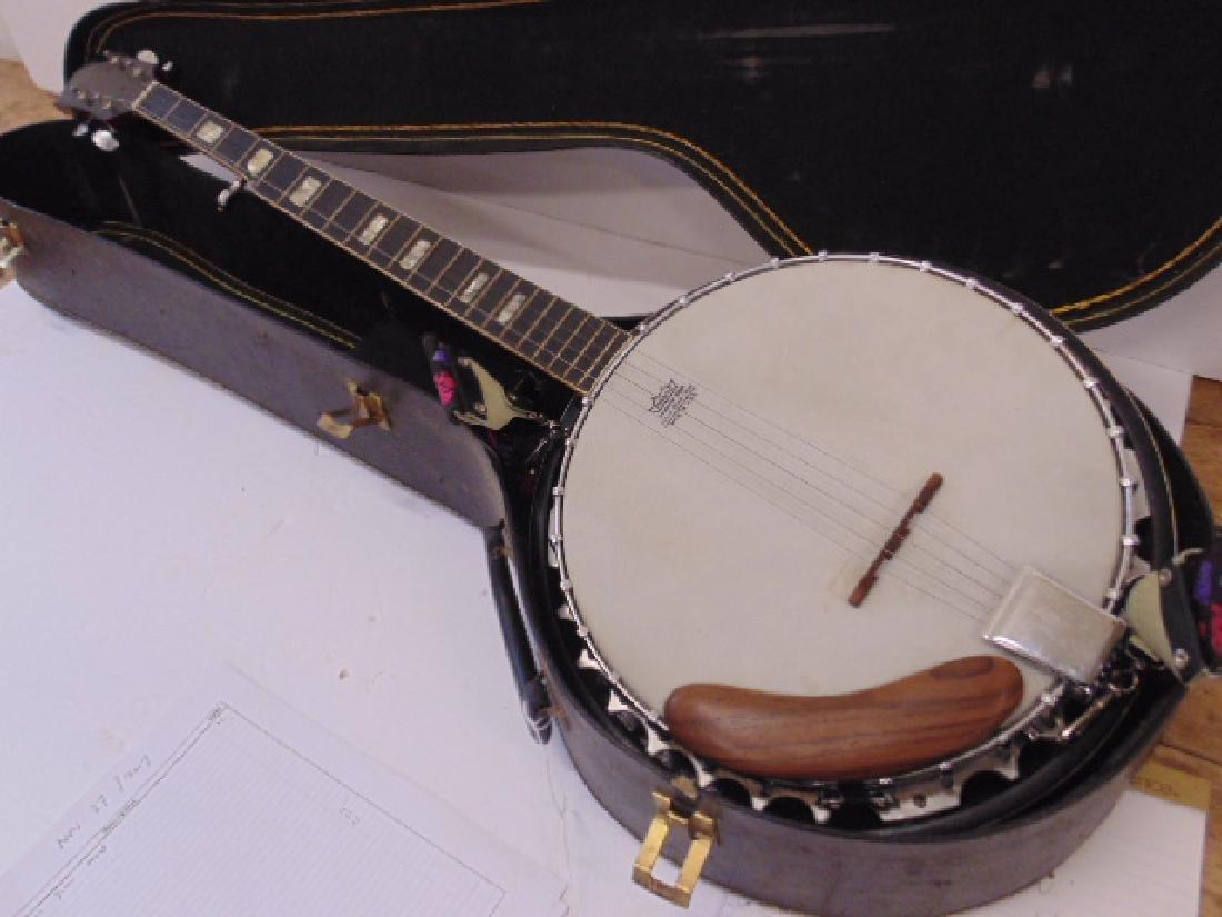 Hondo II 5 string banjo in case