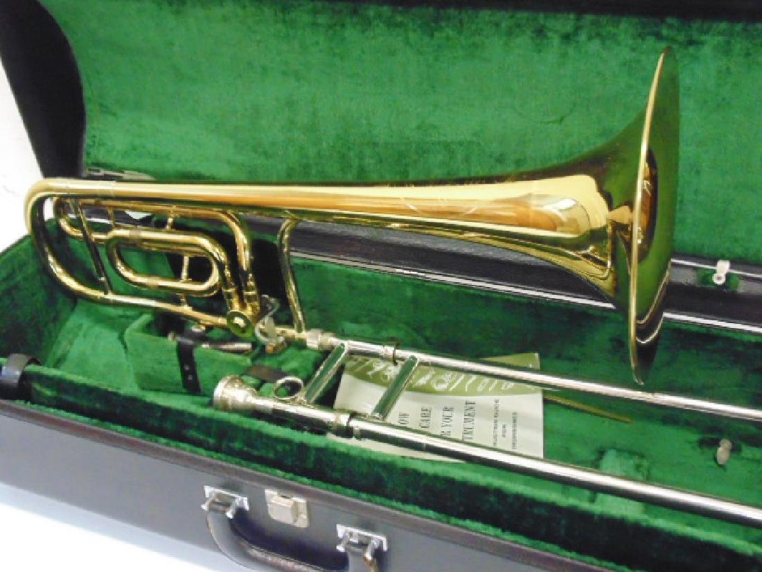 King brass trombone in case - 2
