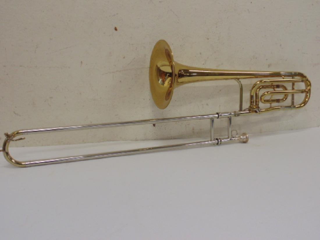 King brass trombone in case - 4