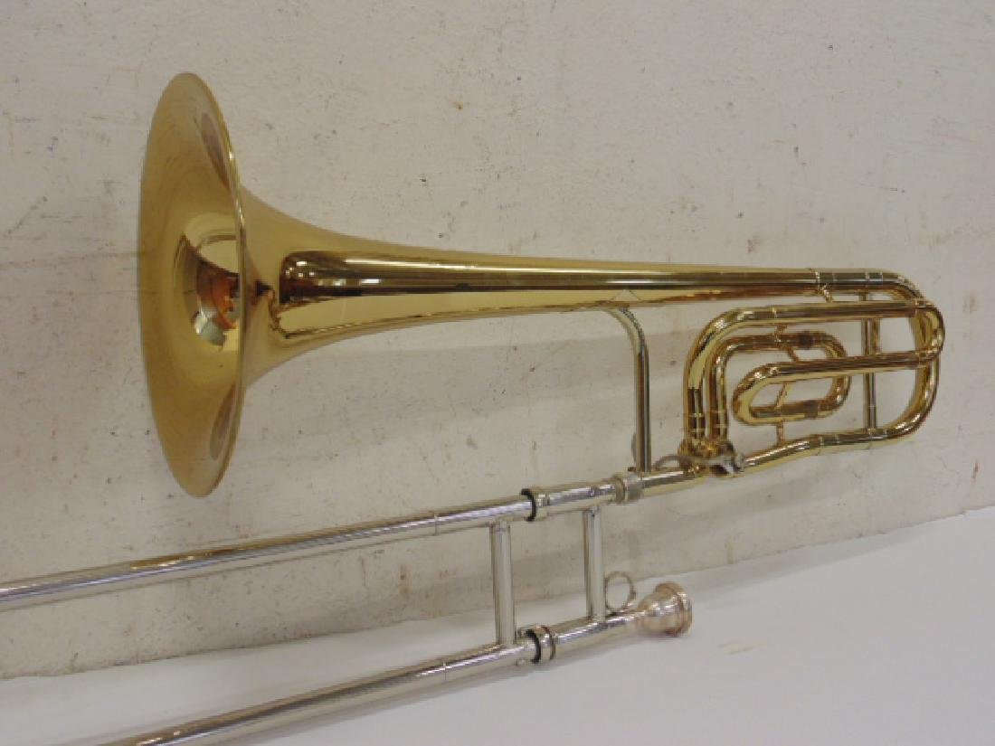 King brass trombone in case - 5