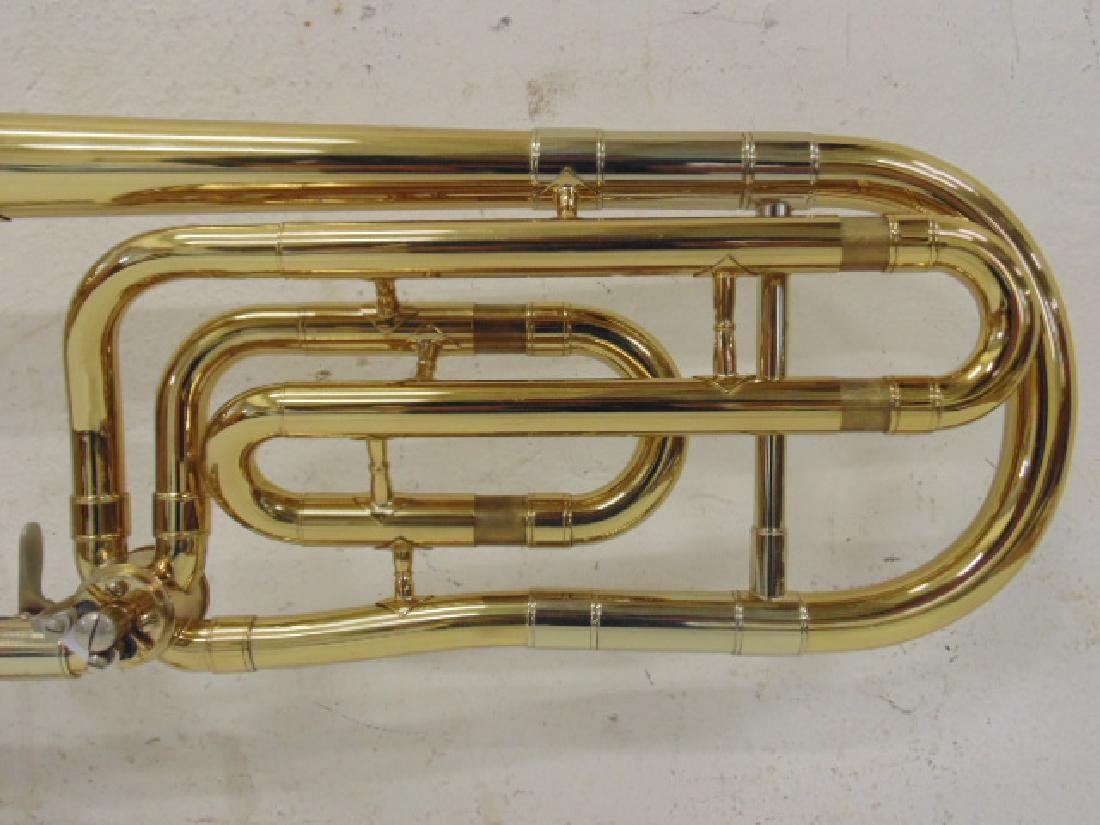 King brass trombone in case - 6