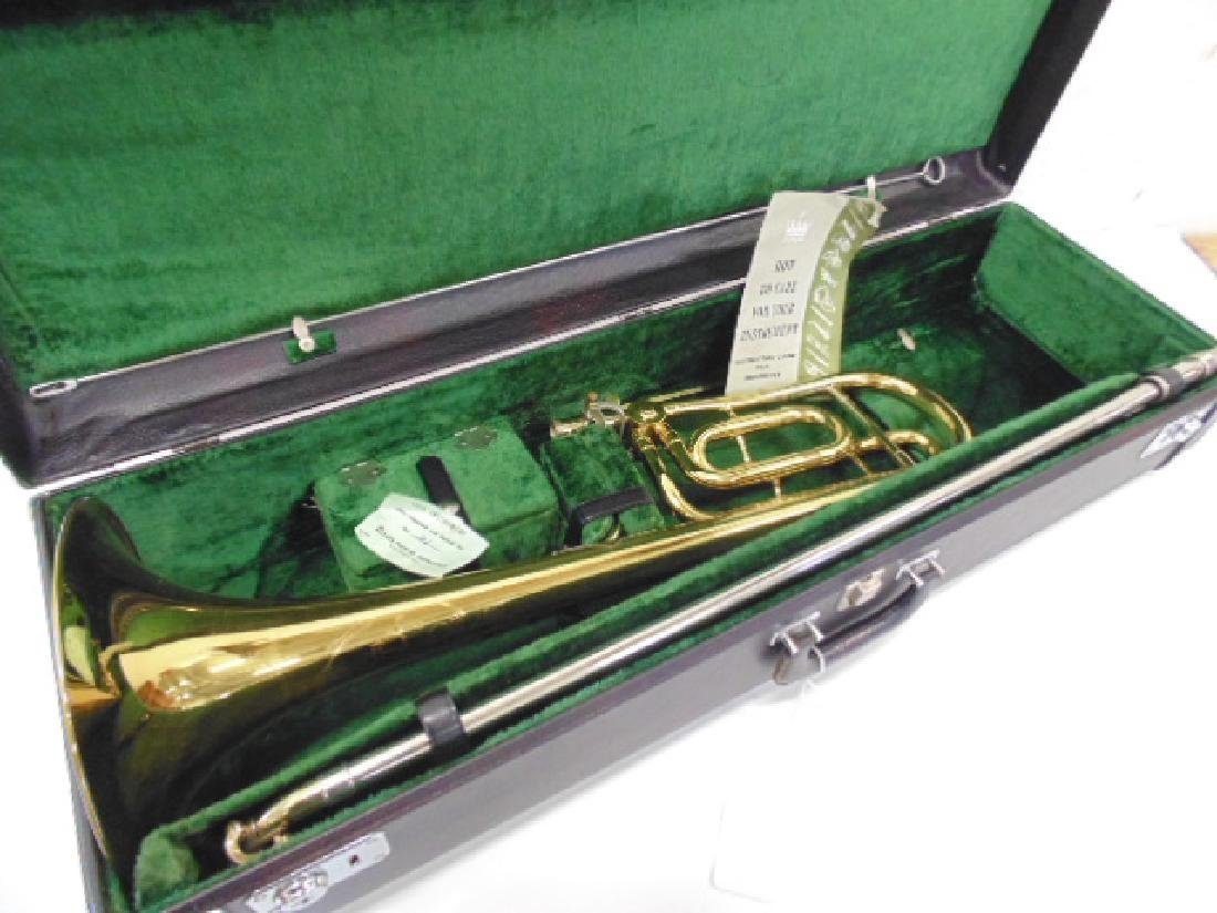 King brass trombone in case - 8