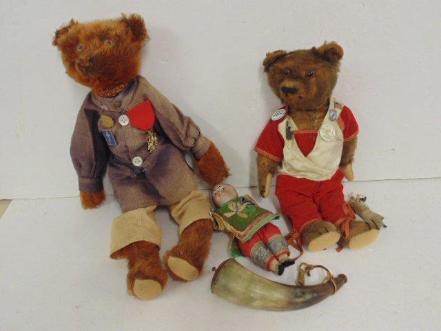 2 early teddy bears, powderhorn & 2 small ceramic dolls
