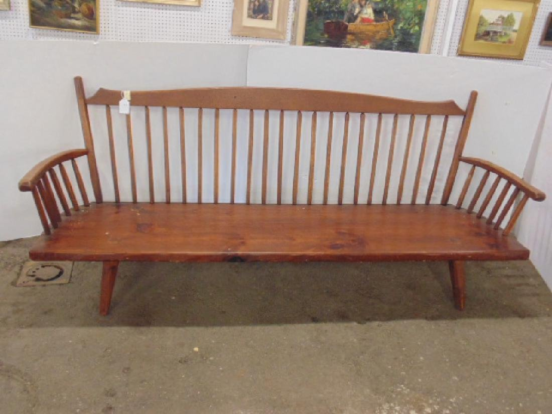 Hunt Country arm bench, spindle back