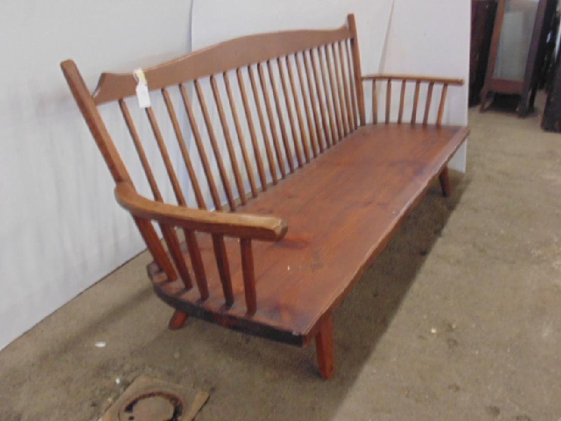 Hunt Country arm bench, spindle back - 3