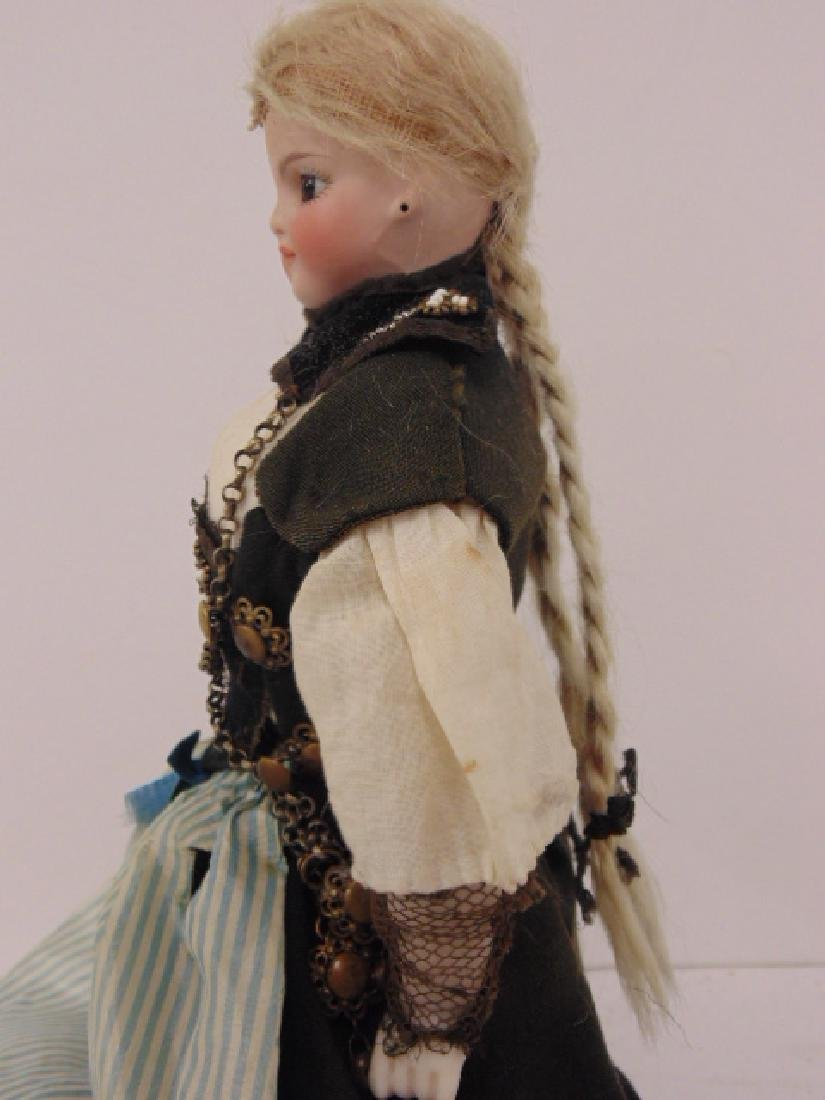 Bisque doll, porcelain head & arms, in ethnic dress - 3