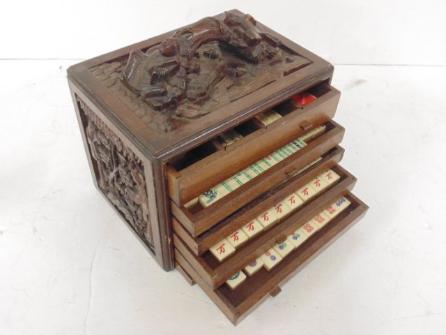 Bone & bamboo mahjong set in carved case, 5 drawers