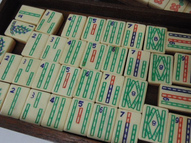 Bone & bamboo mahjong set in carved case, 5 drawers - 3