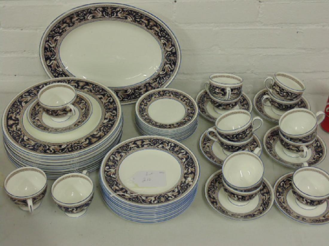 Set Wedgwood Florentine bone china dinnerware
