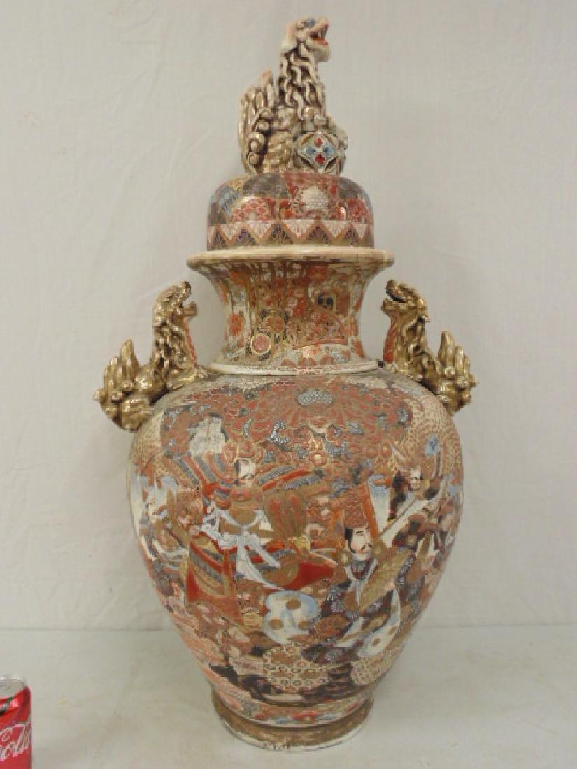 Palace sized Satsuma vase, urn with lid, foo dog finial - 3