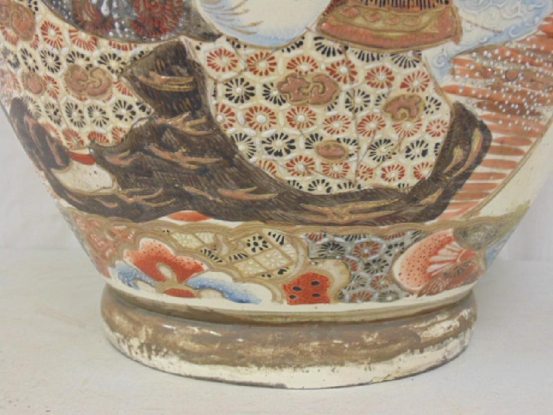 Palace sized Satsuma vase, urn with lid, foo dog finial - 7