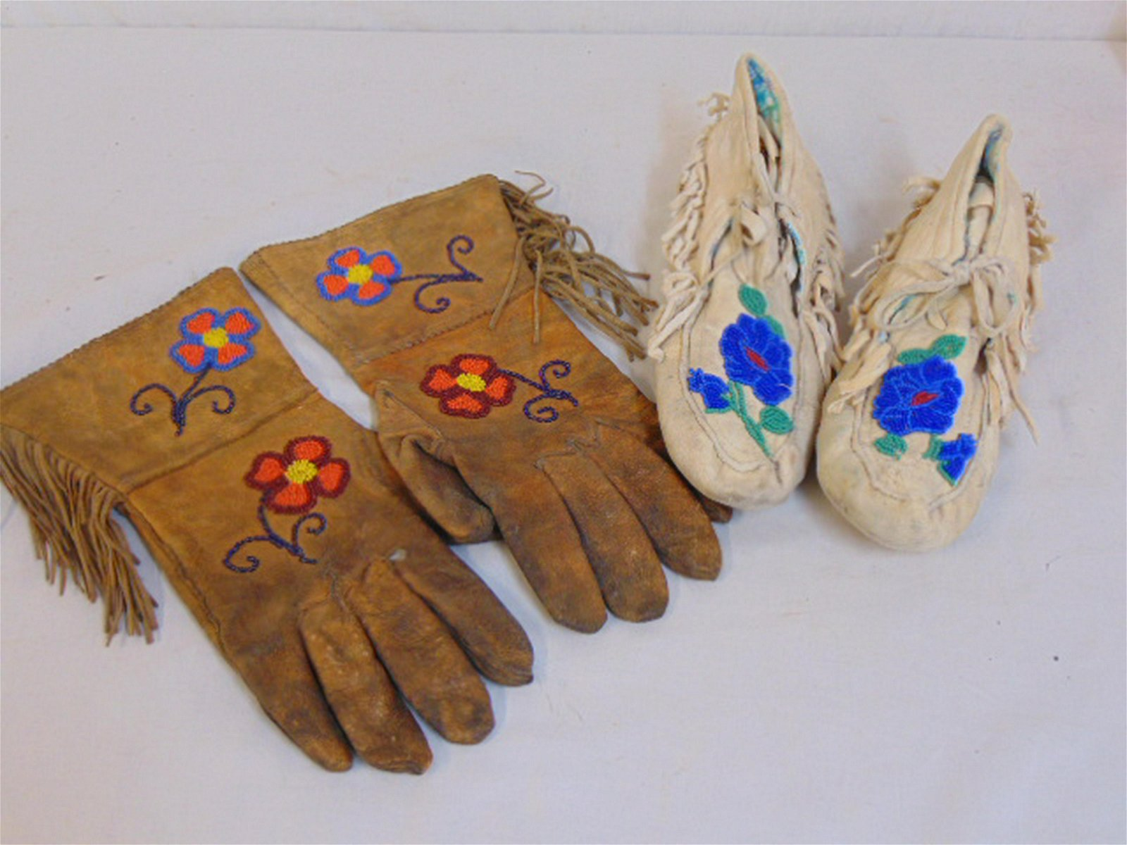 Beaded Native Indian gloves & moccasins, both gloves &