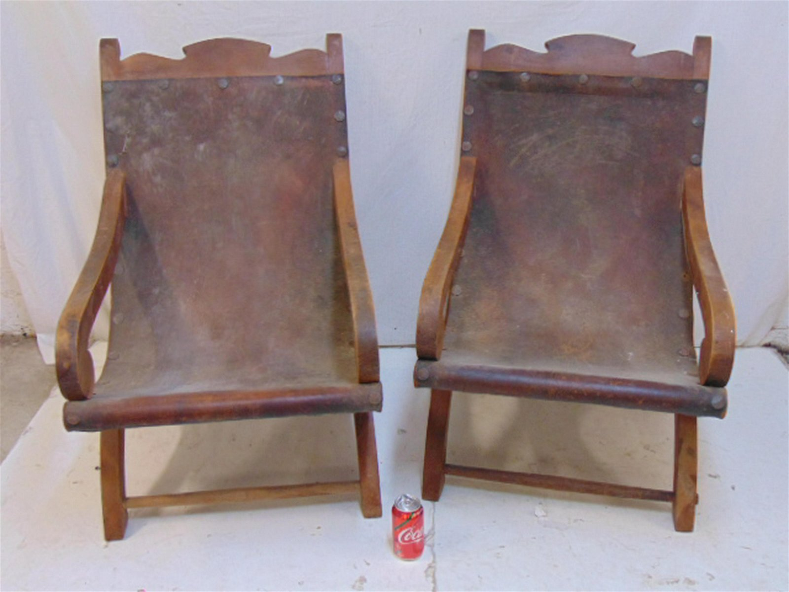 Pair Mexican leather sling chairs, two mid Century arm
