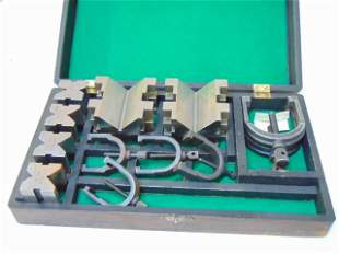 Brown & Sharpe set V-Blocks and Clamps, includes two