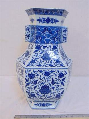 Large Chinese blue & white porcelain vase, floral