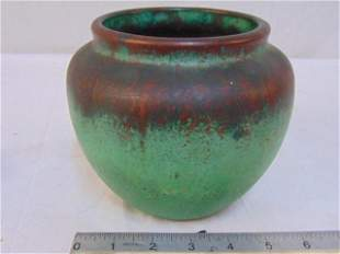 Clewell copper clad vase, has crack in copper