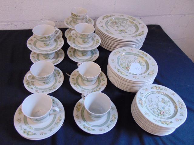 "Set Royal Doulton dinnerware, ""Tonkin"", includes 11"