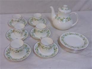 Ainsdale Royal Doulton porcelain tea set, 6 cake