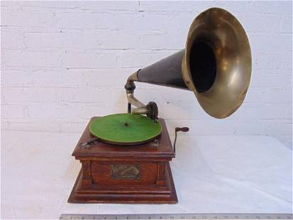 Victor Model E Talking Machine, Victrola, in oak, with