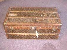 183: Louis Vuitton trunk