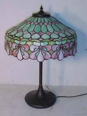 185: Handel leaded glass table lamp