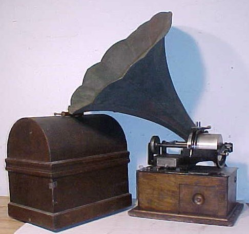 113: Large sized Victor cylinder player with horn