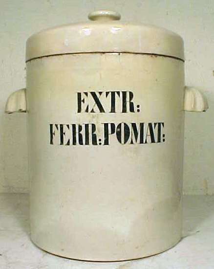 """167: Large apothecary jar with lid, """"EXTR:FERR:POMAT"""""""