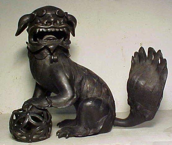108: Bronze foo dog, head hinges, 17th Century