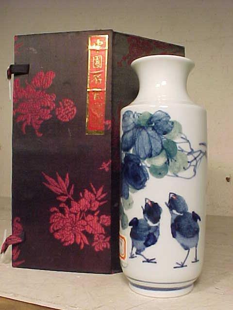 Blue & white Chinese porcelain vase, birds.