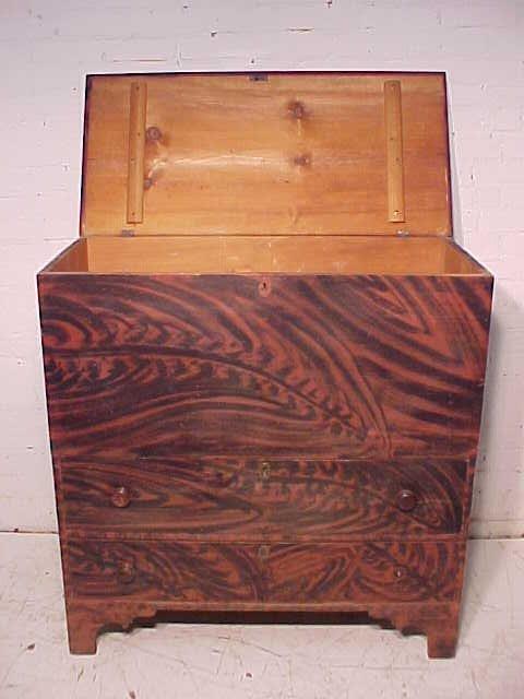 Lift top blanket chest in original paint - 2