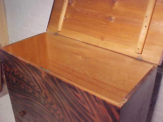 Lift top blanket chest in original paint - 3