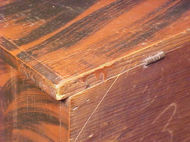 Lift top blanket chest in original paint - 9