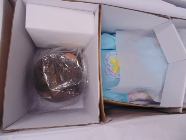 """2 boxed """"masterpiece"""" dolls. Wolf of Wall St movie set - 3"""