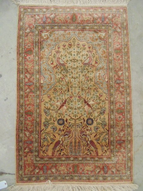 """Scatter rug with bird scenes, 4'6"""" by 3'."""