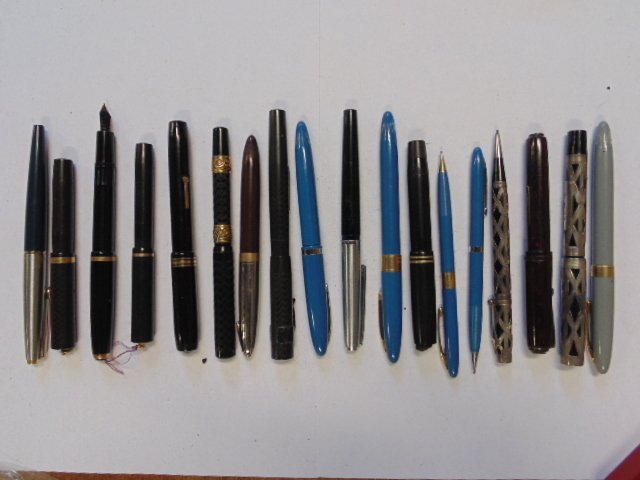 Lot 18 misc. pens, Waterman set, Parker, Sheaffer,