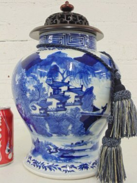 Chinese porcelain blue & white ginger jar with wood lid