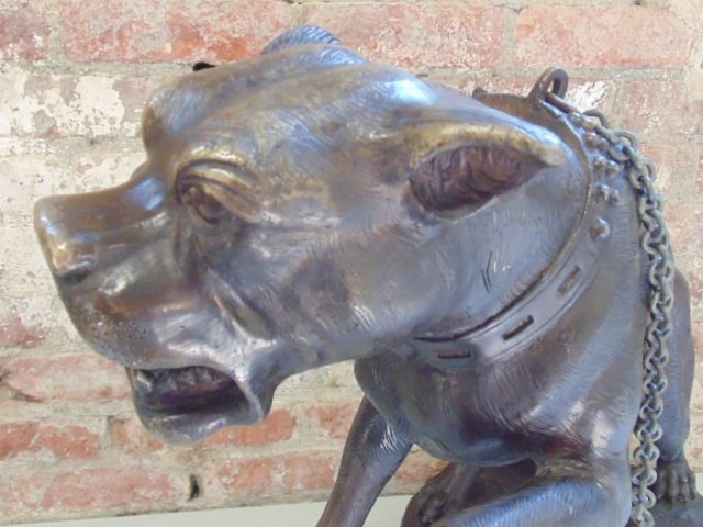 Bronze barking dog on chain, signed Valton - 4