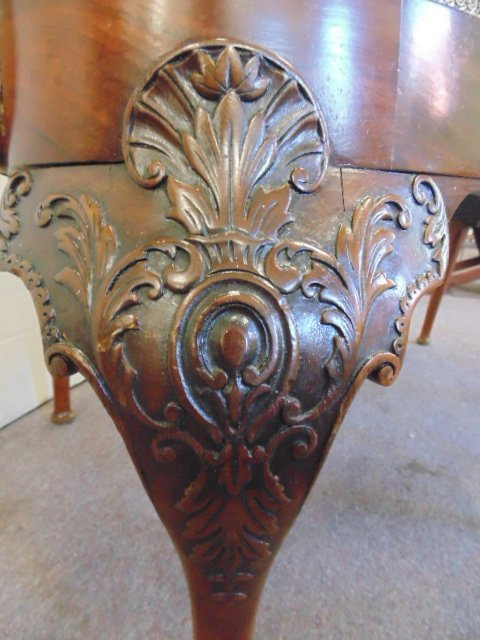 Antique Chippendale love seat - 7