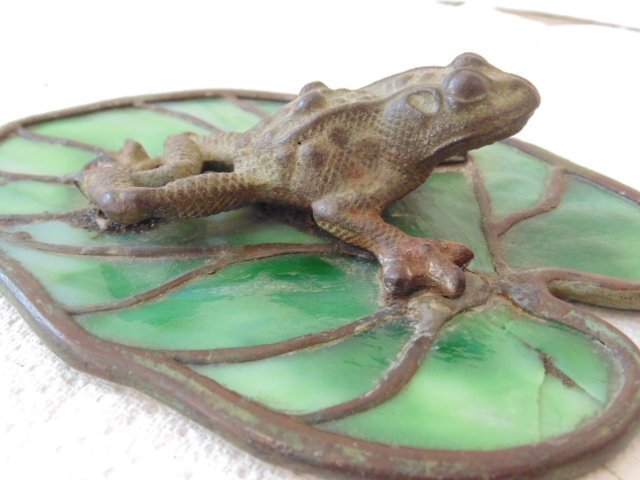 Bronze frog glass Lilly pad, Reading Hardware Company - 3