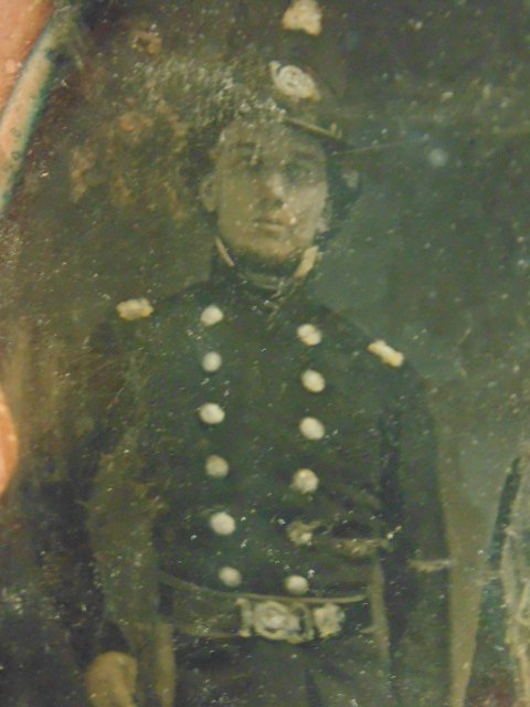 Daguerreotype photograph,  figures in military uniforms - 3