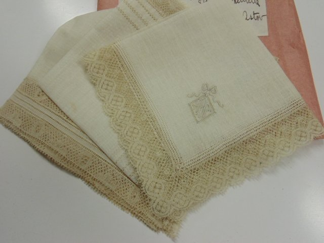 Heinrich Astor toilet set, 3 handkerchiefs, Mrs.. Astor - 6