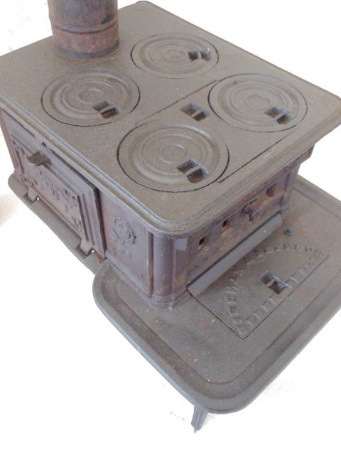 """""""The Doll"""" toy cast iron cook stove - 3"""