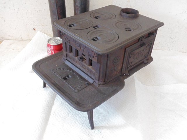 """""""The Doll"""" toy cast iron cook stove - 4"""