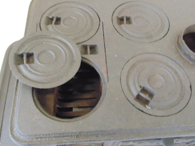 """""""The Doll"""" toy cast iron cook stove - 7"""