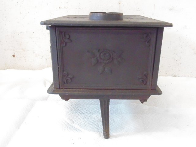 """""""The Doll"""" toy cast iron cook stove - 8"""