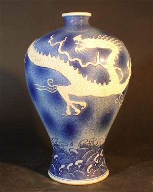 Chinese porcelain Meiping vase with very short neck