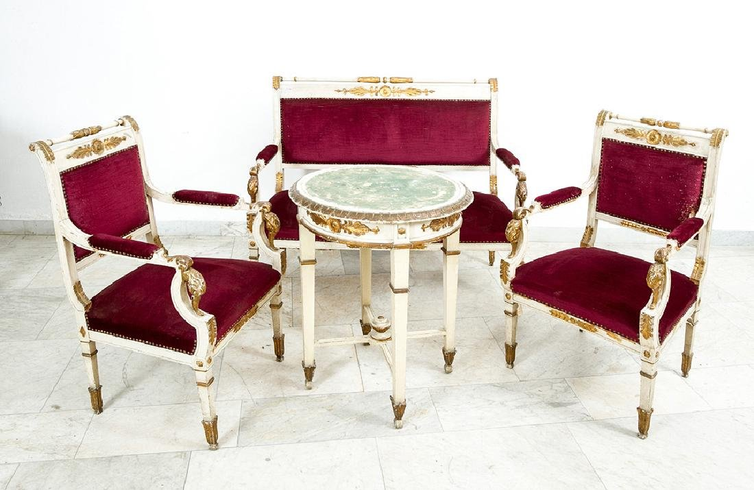 Classicist Salon Suite