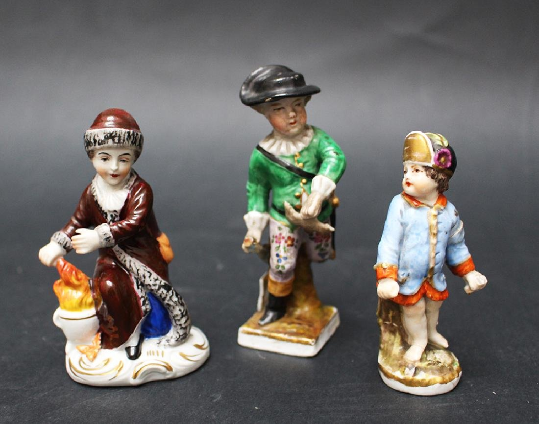 Lot of three porcelain figures - 2