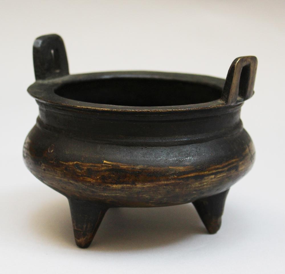 Asian bronze vessel