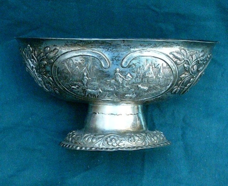 13: Brandy Bowl, silver,  with 4 figural cartouches, an